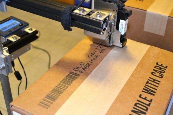 Marquage sur carton avec le codeur carton TI250