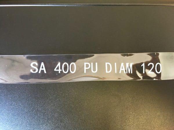 Impression en blanc sur support en polyéthylène à l'aide de l'imprimante jet d'encre industrielle TI300