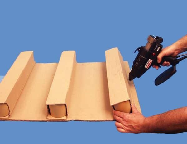 Collage carton avec pistolet à colle électropneumatique TEC6100