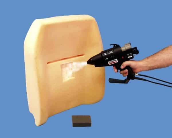 Collage de mousse polystyrène avec un pistolet à colle TEC6300