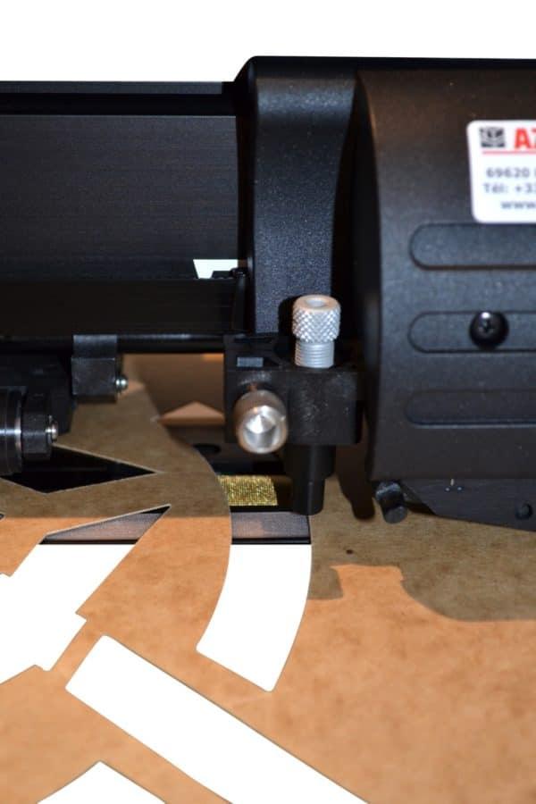 Découpe de pochoir avec une machine à pochoir électronique SABRE S