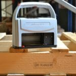 Marquage norme NIMP15 avec le REINER 1025. Hauteur maximale 25mm