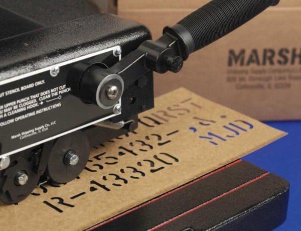 Pochoir carton découpé avec une machine à pochoir manuelle MARSH