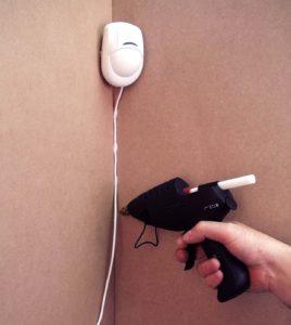 Pose de câble électrique sans fixation