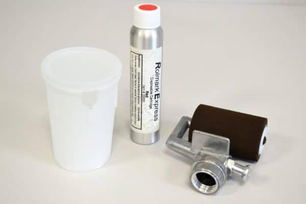 Rouleau Rolmark Express avec sa boîte de protection et une cartouche