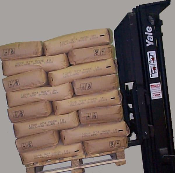 Stabilisation de sac de 22.5kg sur palette avec un adhésif anti dérapant AZ90.