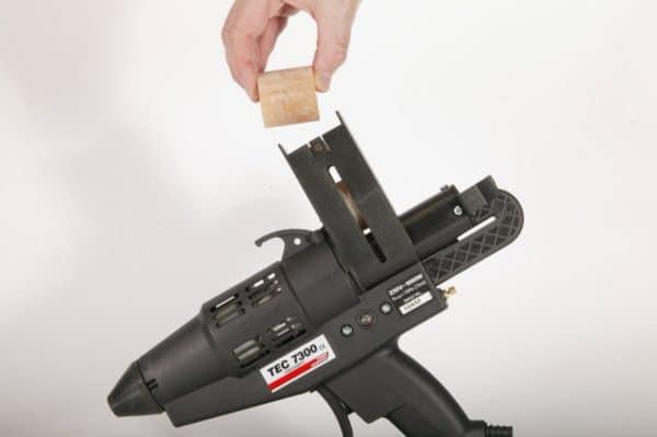 TEC7300 pistolet à colle avec chargeur